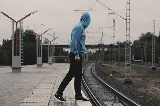 4 Ways To Wear a Hoodie In Summer Without Overheating