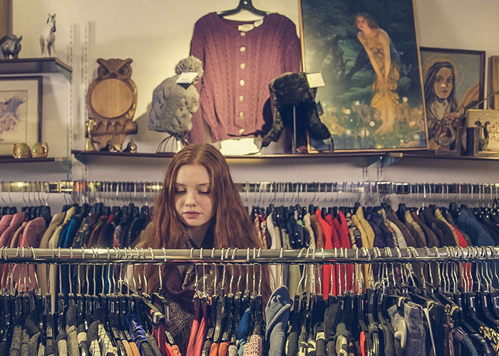 how to buy wholesale items