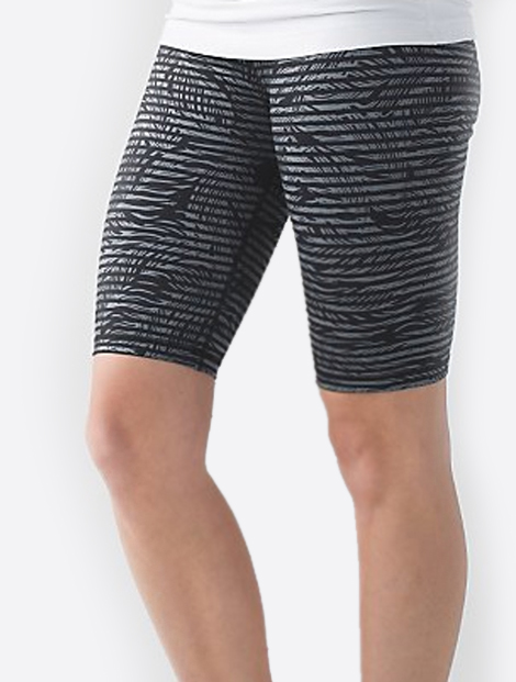 Wholesale Black And White Print Yoga Shorts Manufacturer